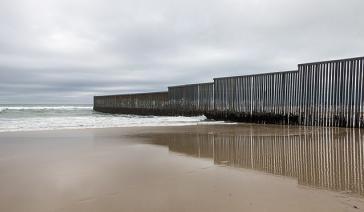 Laut Justizminister Jeff Sessions ist das unerlaubte Übertreten dieser Grenze zwischen Mexiko und den USA eine Straftat