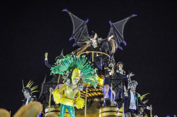 Beim Karneval in Rio de Janeiro, Brasilien: De-facto-Präsident Temer und sein Gefolge als neoliberale Vampire