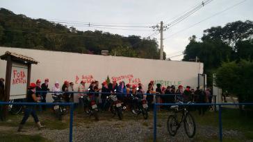 Aktivistinnen von der Landlosenbewegung MST besetzten den Nestlé-Sitz in São Lourenço, Brasilien