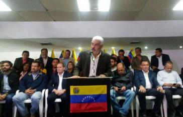 Ángel Oropeza, politischer Koordinator des MUD, gab bei der Pressekonferenz am 21. Februar in Caracas, Venezuela, den Wahlboykott bekannt