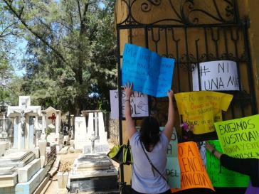 Protest gegen Gewalt bei der Beerdigung von María del Sol in Oaxaca, Mexiko