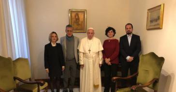 Von links nach rechts: Carol Proner, Chico Buarque, Papst Franziskus, Grazia Tuzi und Roberto Cárles