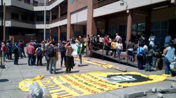 Mitglieder des Copinh vor der Generalstaatsanwaltschaft in Tegucigalpa