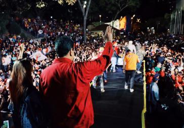 Nicolás Maduro und Anhänger feierten die Wiederwahl vor dem Präsidentenpalast Miraflores in Caracas, Venezuela