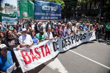 """""""Schluss mit den Entlassungen"""" lautete die Forderung bei Protesten in Argentinien am 4. Januar"""