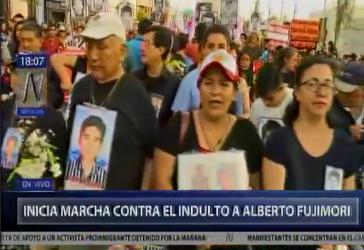 Im Fernsehen von Peru in Peru wurde live von den zahlreichen Demonstrationen im ganzen Land berichtet, hier aus Lima