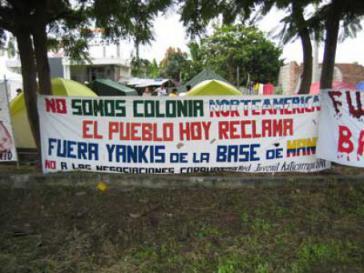"""""""Wir sind keine nordamerikanische Kolonie. Heute fordert das Volk: Yankees raus aus Manta"""" - so wurde 2009 gegen die US-Militärbasis in Ecuador protestiert"""