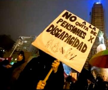 """Proteste in Argentinien gegen soziale Kürzungen: """"Nein zur Streichung von Pensionen für Behinderte"""" (Screenshot)"""