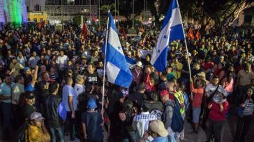 Demonstranten in Honduras - unter ihnen Salvador Nasralla und Manuel Zelaya - forderten am Samstag erneut den Rücktritt von Präsident Hernández