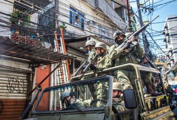 Brasiliens Militär ist seit vergangenem Jahr aufgrund eines Präsidial-Dekrets verstärkt in den Favelas von Rio präsent