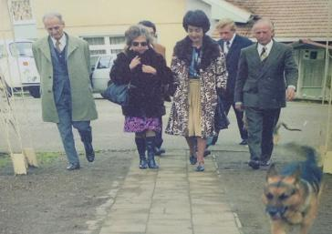 Hartmut Hopp (2.v.r) in den siebziger Jahren in der Colonia Dignidad, zwischen Paul Schäfer und der Justizministerin der Militärdiktatur, Monica Madariaga