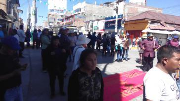 Demonstranten in Huancayo besetzen eine Straßen