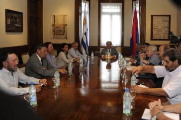 Der Präsident von Uruguay, Tabaré Vázquez, beim Runden Tisch mit Vertretern des Agrarsektors