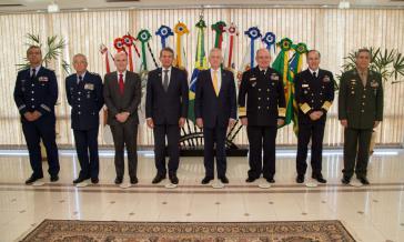 US-Verteidigungsminister Mattis (gelber Schlips) traf in Brasilien mit seinem Amtskollegen Joaquim Silva e Luna (links von ihm) und der Führungsspitze der Streitkräfte zusammen
