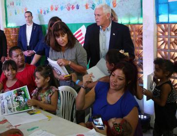 US-Vize Mike Pence verteilt in Brasilien Geschenke an Geflüchtete aus Venezuela