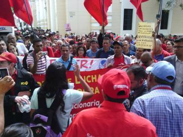 """Demonstrierende am Donnerstag im Zentrum von Caracas fordern von der Regierung eine """"revolutionäre Lösung der Wirtschaftskrise"""""""
