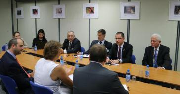Venezuelas Außenminister Jorge Arreaza bei seiner Zusammenkunft mit Vertretern der Internationalen Organisation für Migration (IOM) in Genf am Dienstag
