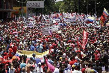 Tausende demonstrierten am Montag in Venezuelas Hauptstadt Caracas gegen den Mordversuch an Präsident Maduro
