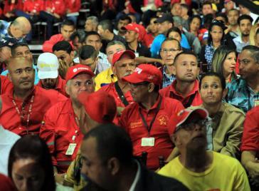 PDVSA-Arbeiter bei der Zusammenkunft mit Präsident Maduro und Erdölminister Quevedo