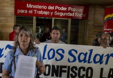 Angestellte des öffentlichen Dienstes bei einer Protestaktion vor dem Sitz des Arbeitsministeriums in Caracas am 12. September (Screenshot)