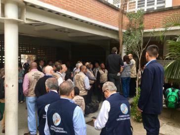 Internationale Wahlbeobachter bei der Einrichtung der Wahllokale am Freitag in Venezuelas Hauptstadt Caracas