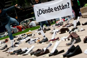 Protestaktion gegen das Verschwindenlassen in Mexiko. Allein seit Januar dieses Jahres sind mehr als 2.000 Personen als verschwunden gemeldet worden