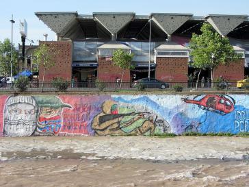 """Wandbild in Chile zur Erinnerung an die """"Operation Flug der Gerechtigkeit"""" der FPMR, bei der vier Gefangene befreit wurden"""