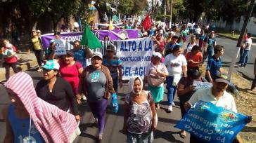 In San Salvador fordern die Menschen einen Stopp der Wasserprivatisierung
