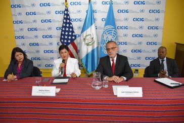 Die UN-Mission Cicig und ihre bisherigen Vorkämpfer gegen die Korruption in Guatemala, Ivan Velásquez (zweiter von rechts) und Thelma Aldana (zweite von links), mussten ihre Arbeit nun offiziell beenden