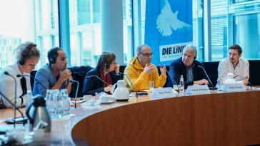 Warnung vor Folgen von US-Sanktionen gegen Venezuela: Antillano – hier im gelben Oberteil – im Bundestag