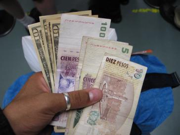 Argentinischer Peso und US-Dollar: Das Spannungsverhältnis konnte auch Macri nicht lösen