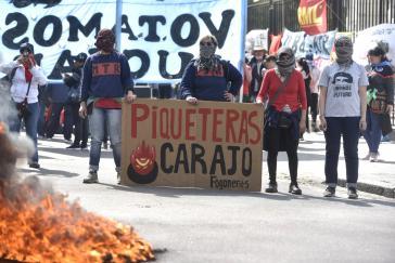 """""""Piqueteras"""" bei einer der zahlreichen Demonstrationen während der Konferenz in La Plata"""