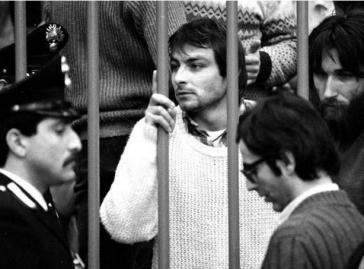 Cesare Battisti während des ersten Prozesses. Er wurde zu 12 Jahren Haft wegen Mitgliedschaft in einer bewaffneten Gruppe verurteilt