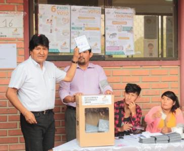 Bei der Stimmabgabe in Bolivien: Präsident Evo Morales