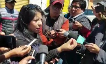 Die Leiterin der Ombusbehörde, Nadia Cruz, beim Gespräch mit Journalisten in Senkanta