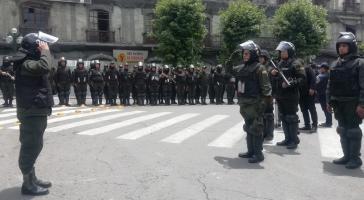 Polizisten auf dem Plaza Murillo