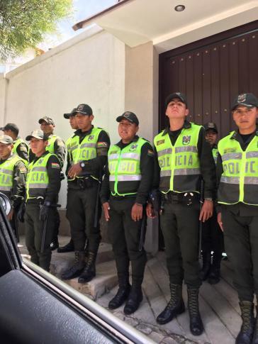 Mexikos Botschaft in La Paz wird von Soldaten, Polizisten und Geheimdienstagenten der Putschregierung belagert