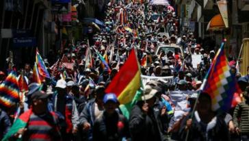 Auch am Sonntag und Montag gingen wieder tausende Menschen in Bolivien gegen den Putsch auf die Straße