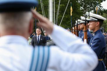 Brasiliens Präsident Bolsonaro beim Antrittsbesuch bei der Luftwaffe am 4. Januar