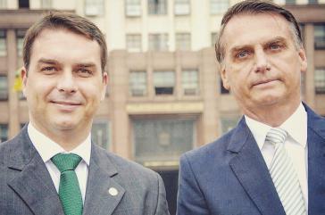 Im Visier der Justiz: Präsidentensohn Flávio Bolsonaro (links) mit seinem Vater