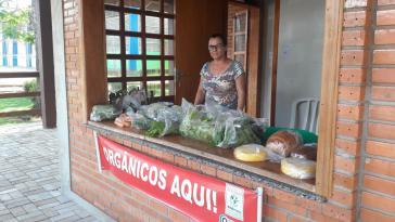Seit 2016 gibt es in Laranjeiras do Sul feste Marktstände, an denen kleinbäuerliche Familien täglich ihre Produkte verkaufen können