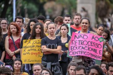 Seit den ersten Kürzungen im Bildungs- und Wissenschaftsbereich der Regierung Bolsonaro im Mai protestieren landesweit Tausende dagegen