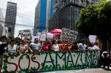 Demonstranten fordern den Rücktritt von Brasiliens Präsident Bolsonaro, wie hier in Manaus