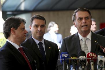 Die Justiz auf der ihrer Seite: Brasiliens Staatsoberhaupt Jair Bolsonoro und sein Sohn, der Senator Flávio Bolsonoro.