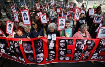 Angehörige von Opfern der Diktatur wehren sich gegen das Gesetzesvorhaben, mit dem Diktaturverbrecher in den Hausarrest entlassen werden sollen
