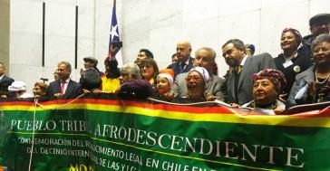Das Foto ist aus dem Kongressgebäude und zeigt die Bewegung beim Jubel über den Erfolg des Gesetzes