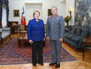 Während der 2. Amtszeit von Präsidentin Michelle Bachelet war Oviedo Oberbefehlshaber der chilenischen Streitkräfte