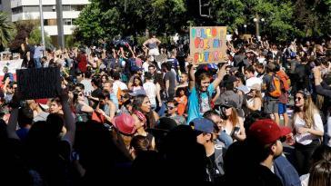 """Einer von unzähligen """"Cabildos abiertos"""", den neu entstehenden rätdemokratischen, offenen Versammlungsforen in Chile, in denen die Bevölkerung ihren Widerstand organisiert"""