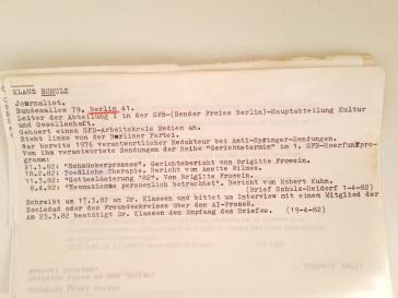 Karteikarte aus dem Geheimarchiv über den Redakteur des Sender Freies Berlin (SFB), Klaus Schulz