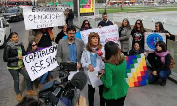 """Die """"Mujeres de Zona de Sacrificio Quintero - Puchuncaví en Resistencia"""" bei der Kundgebung vor dem Präsidentenpalast La Moneda in Chiles Hauptstadt Santiago"""